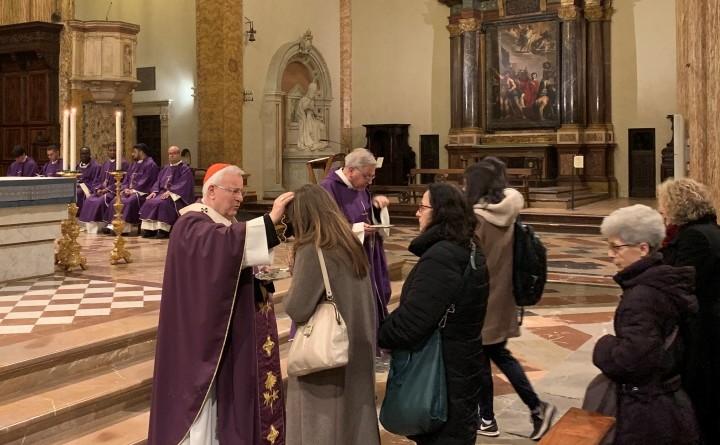 f1 cattedrale pg, mercoledì delle ceneri 2019, il rito dell'imposizione delle ceneri