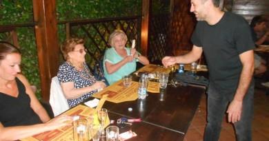 Nonna Fausta in pizzeria 003 (Medium) con Luca