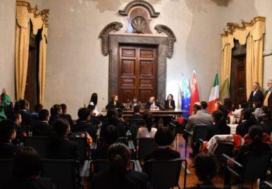 Regione, la presidente Tesei riceve delegazione di giovani studenti cinesi
