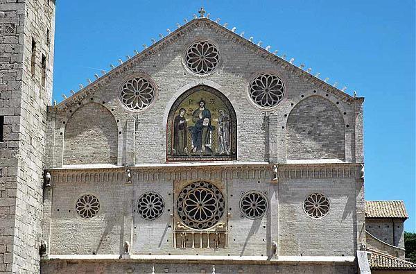 Spoleto, veglia nel duomo dopo furto della reliquia di Giovanni Paolo II