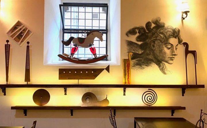 """Assisi, Il Baccanale ospita la mostra """"Cavalli e Cavalieri"""" di Luca Peppoloni"""