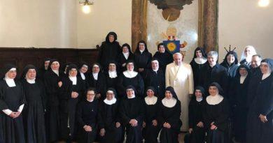 Papa a Spello, seconda visita alle clarisse di Vallegloria