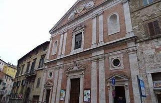 Perugia, don Mauro Angelini rettore della chiesa del Gesù