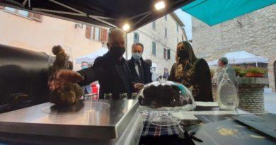 Pietralunga, nel vivo la Mostra mercato del tartufo e della patata bianca