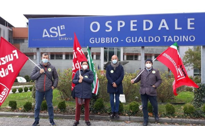 Gubbio, presidio sindacati davanti all'ospedale di Branca