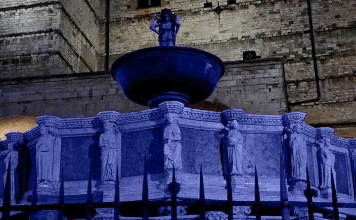 Perugia, Giornata mondiale del diabete: la fontana colorata di blu