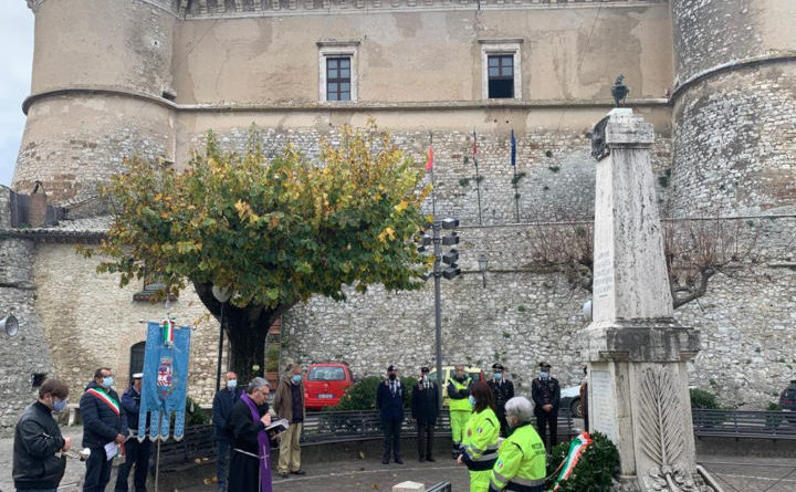 Alviano, festa Forze Armate: Castello Bartolomeo con luci tricolore e poesia Ungaretti