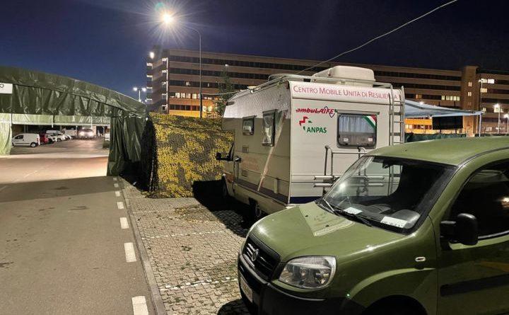 Terni, tendostruttura dell'esercito di 200 mq allestita nella postazione tamponi 'pit stop' in viale Bramante